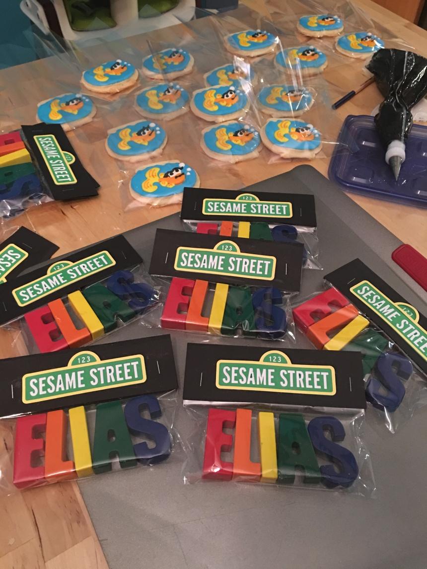 Elías Sesame Street Crayons and Dorthy royal icing cookies